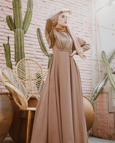 Dress Brukat, Hijab Dress Party, Dress Outfits, Modest Fashion Hijab, Fashion Dresses, Simple Bridesmaid Dresses, Hijab Fashion Inspiration, Muslim Dress, Mode Hijab