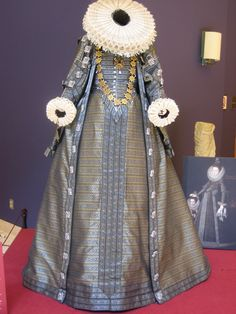 This dress resembles something queen elizabeth would wear it had 8 collar and the low v on the corset.