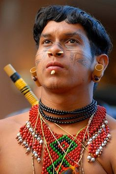 Find images and videos about traditions on We Heart It - the app to get lost in what you love. Native American Beauty, American Spirit, We Are The World, People Around The World, Amazon Tribe, Indigenous Tribes, Tribal People, Male Beauty, World Cultures