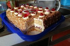Frankfurt wreath cuts - Frankfurter Kranz Schnitten (recipe with picture) by Donut Recipes, Cookie Recipes, Dessert Recipes, Dessert Blog, Keto Donuts, Baked Donuts, Delicious Cake Recipes, Yummy Cakes, Cake Fillings