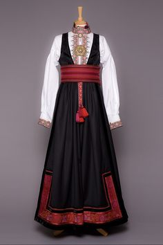 Russian Traditional Dress, Traditional Dresses, Future Clothes, Costumes, Costume Ideas, Fashion Outfits, Princess, Band, Design