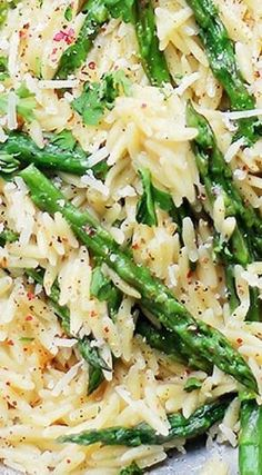 Garlic Butter Asparagus Pasta - Orzo pasta and fresh asparagus tossed in a garlic butter sauce and parmesan cheese. It's a 20-minute, garlicky and cheesy pasta dinner! #recipe #recipes