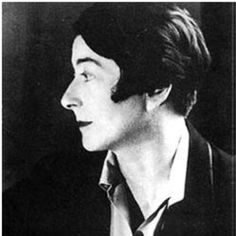 Irish Women : EILEEN GRAY / Kathleen Eileen Moray Gray (August 1878 – October was an Irish furniture designer and architect and a pioneer of the Modern Movement in architecture. Eileen Gray, Le Corbusier, Harlem Renaissance, Movement In Architecture, Jean Prouve, Irish Design, Photo Portrait, Portrait Photography, Oral History