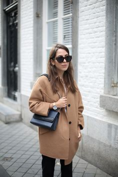 EGGSHAPE | Fiona from thedashingrider.com wears Zara Camel Coat, Mango Tailored Pants, Isabel Marant Poppy Pumps and a Bag from Le Tanneur #ootd #whatiwore #petite #petiteblogger
