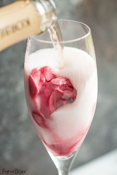 Rosé Raspbery Sorbet Mimosas Rosé Raspberry Sorbet Mimosas are a fun cocktail for Mother's Day, bridal showers, brunch or just a girls get together. These girly cocktails are so easy to make and everyone will love them! Brunch Drinks, Easy Cocktails, Yummy Drinks, Cocktail Recipes, Popular Cocktails, Cocktail Desserts, Brunch Food, Vodka Cocktails, Cocktail Drinks