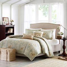 Complete any elegant bedroom with the Harbor House Cline 3-piece duvet cover set featuring a multicolored floral design. Including a duvet cover and two shams, this set is machine washable for easy care and repeated use.