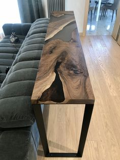 Handmade bar tabletop made of old walnut slab and clear toned epoxy resin. Wood Resin Table, Wood Table, Resin Furniture, Furniture Design, Diy Home Decor, Room Decor, Home Projects, Interior Design, House Styles