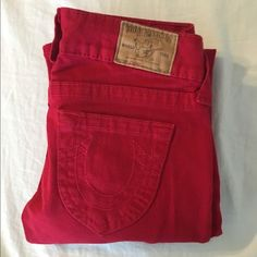 ✨ True Religion red denim Style: Johnny Size: 24 98% cotton, 2% elastin/spandex Great condition True Religion Jeans