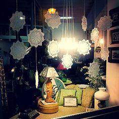 Comenzando a decorar los escaparates para #navidad #christmas #decoracion #vintage #crochet