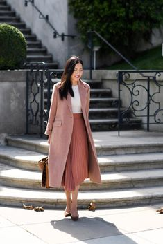 Pin by quenn yang on fashion street style winter fashion in Modest Outfits, Classy Outfits, Skirt Outfits, Fall Outfits, Modest Wear, Work Outfits, Outfit Work, Stylish Outfits, Work Fashion
