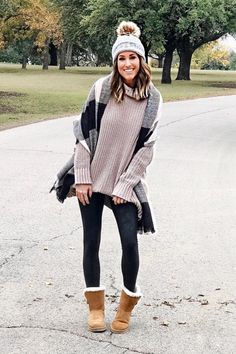 30 Easy Thanksgiving Outfit Ideas by Wearing Legging and Boots Style Style Legging Outfits, Sporty Outfits, Casual Winter Outfits, Leggings Fashion, Fall Outfits, Black Leggings Outfit, Airport Outfits, Jumper Outfit, 30 Outfits