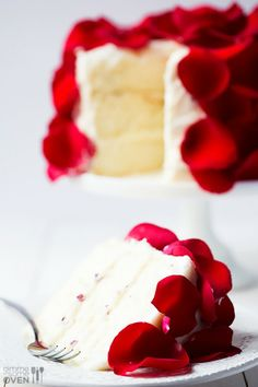 Amazingly romantic and edible rose cake- perfect for Valentine's Day!