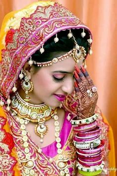 Start wedding planning now / Tips from the professional / General information Bridal Poses, Bridal Photoshoot, Bridal Shoot, Wedding Poses, Bridal Portraits, Wedding Couples, Pakistani Wedding Photography, Wedding Photography Poses, Hot Girls