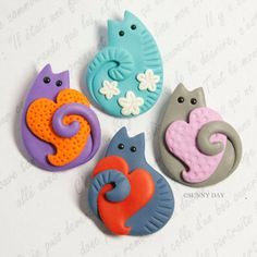Funny Cat Brooch handmade polymer clay jewelry Pin cute cat kitty heart flowers spring cats - Gardening for beginners and gardening ideas tips kids Polymer Clay Kunst, Polymer Clay Cat, Polymer Clay Animals, Polymer Clay Projects, Polymer Clay Charms, Polymer Clay Creations, Handmade Polymer Clay, Polymer Clay Jewelry, Clay Earrings