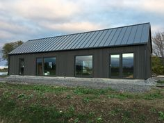 Byggsats - Ladhus - Funkis - Stående panel - Lundqvist Trävaru Metal Building Homes, Building A House, Exterior House Colors, Exterior Design, Barn With Living Quarters, Modern Barn House, Wooden Facade, Casas Containers, Barn Living