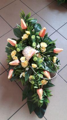 Kup teraz na allegro.pl za 69,00 zł - kompozycja sztuczna (7216794708). Allegro.pl - Radość zakupów i bezpieczeństwo dzięki Programowi Ochrony Kupujących! Funeral Tributes, Ikebana, Tulips, Floral Arrangements, Floral Wreath, Easter, Wreaths, Plants, Photography