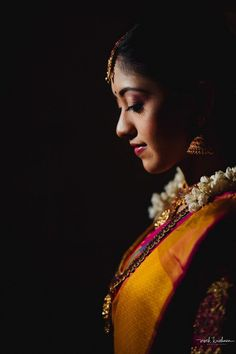 Indian Bride Photography Poses, Indian Bride Poses, Indian Wedding Poses, Wedding Couple Poses Photography, Bridal Photography, Photography Women, Bridal Portrait Poses, Bridal Poses, Bridal Photoshoot