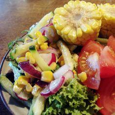 Bunter Salat bei Anna http://ultimatechaos-nikushimi.blogspot.de/2012/09/vegan-wednesday_13.html#
