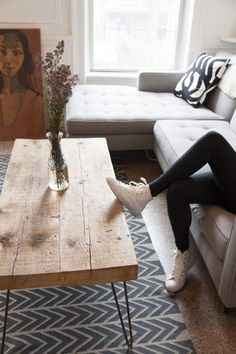 Table basse tendance avec pieds en épingle  http://www.homelisty.com/diy-hairpin-legs/