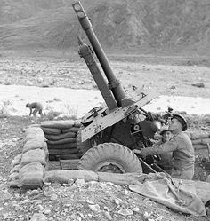 November 1944, Italy. A 25 pounder (266 Battery 67 Field Regiment) in use as a mortar, pin by Paolo Marzioli