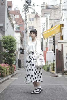 Long adorable skirt with sandals Asian Street Style, Tokyo Street Style, Japanese Street Fashion, Tokyo Fashion, Harajuku Fashion, I Love Fashion, Girl Fashion, Fashion Outfits, Womens Fashion