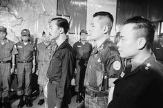Da Nang 1966 - South Vietnamese Premier Nguyen Cao Ky (l) attends the installation ceremony of Maj. Vietnam History, Vietnam War Photos, Michael Morris, South Vietnam, Da Nang, Motown, Old Pictures, Laos, Memories