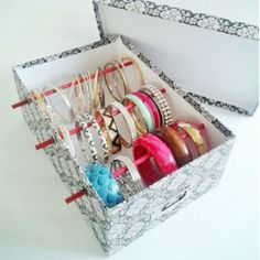 Easy DIY jewelry organizer box - how to make a simple jewelry organizer box with Dollar Store items (great for makeup storage too)