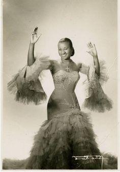 The Havana-born singer Celia Cruz was a musical legend, a true fashionista, and a black icon from Latin America. Vintage Cuba, Vintage Photos, Vintage Style, Cuban People, Cuban Culture, Salsa Music, Vintage Black Glamour, Havana Nights, Havana Cuba