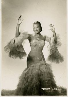 While growing up in Cuba's diverse 1930s musica climate, Cruz listened to many musicians who influenced her adult career,