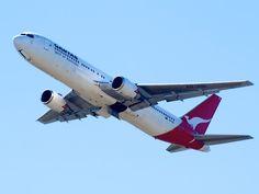 Qantas 767 leaving Sydney    Type: Boeing 767-338/ER  Registration: VH-OGL  Location: Kingsford Smith International  Date: 27/11/2011
