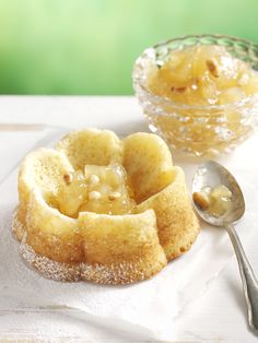 Omena-pinjahillo on parasta kakkujen, pikkuleipien tai paahtoleivän kanssa. Se sopii hyvin myös leivonnaisten täytteeksi. Helpon reseptin saat tästä: http://www.dansukker.fi/fi/resepteja/omena-pinjahillo.aspx #omenahillo #hillo