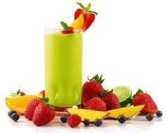 Een groene smoothie, heeft zijn naam te danken aan zijn groene kleur, veel mensen lijkt het hierdoor niet lekker, maar geloof mij maar, ze zijn heerlijk. En een goede reden om de groene smoothie te drinken, ze zitten boordevol vitamine en mineralen.