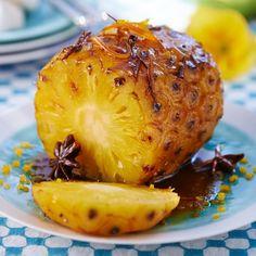 Découvrez la recette Ananas rôti au miel épicé sur cuisineactuelle.fr.