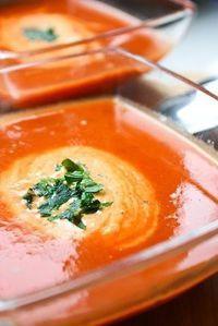 Kremowa zupa z pieczonej papryki i pomidorów