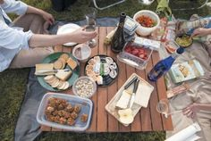 Extreme picnic-ing! Fun ideas for Ravinia or Grant Park summer music outings.
