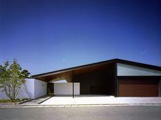 house in matsuzaki, Fukuoka, 2008 - Hiroshi yamada Villa Design, Roof Design, Facade Design, House Design, Tropical Architecture, Japanese Architecture, Contemporary Architecture, Architecture Design, Metal Buildings