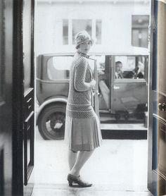falda a la altura de la rodilla y chaqueta (20s)