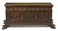 Arcón catalán en nogal con fileteado en boj, del siglo XVIII  Sin llave 65x148x53 cm Precio de salida: 900€