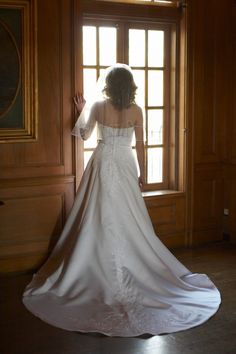Bridal Portrait Idea: Watching for the Groom -- Cheryl Barker |  Mother of the Bride Blog | Photo by Chris Humphrey