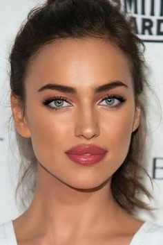 irina shayk beauty inspo soft smokey eye Lip Make up Makeup Inspo, Makeup Inspiration, Makeup Tips, Makeup Ideas, Makeup Tutorials, Day Makeup, Makeup Style, Makeup Art, Makeup Products