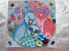 mixed media on cardboard of a frozen pizza. I used spectrumnoir markers to doodlle and color the owls and the backround, i've also uses acrylicpaint ,some glitterglue and decorated it with flowers and plastic lace i.ve colored