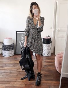 what to wear with a printed dress : moto jacket + bag + boots in 2019 Estilo Fashion, Fashion Mode, Look Fashion, Fashion Outfits, Womens Fashion, Comfy Fall Outfits, Spring Outfits, Casual Outfits, Spring Summer Fashion