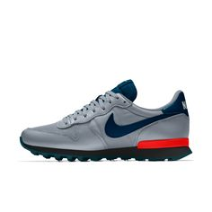 Calzado para hombre Nike Internationalist iD Nike Red Sneakers, Nike Tennis Shoes, Sneakers Fashion, Types Of Shoes Men, My Little Pony Shoes, Hot Topic Shoes, Converse Vintage, Nike Internationalist, Custom Shoes
