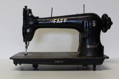 PFAFF 134-0-6b Industrie Nähmaschine mit Kniehebelvorrichtung / Königswelle (Pfaff industrial sewing machine 134, extra high shank)