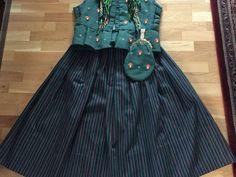 Pen ringeriksdrakt, lite brukt selges. Str. 36, passer til jente/dame rundt 165 cm. Stakken kan evt. legges ned. Selges med sjal og veske (uten lås). Waist Skirt, High Waisted Skirt, Norway, Skirts, Fashion, Moda, High Waist Skirt, Fashion Styles, Skirt