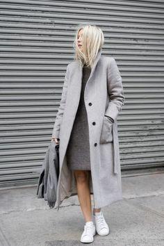grauer mantel outfit wintermode trends damenmantel lang