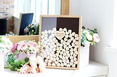 3D Holz Gästebuch. Hergestellt aus natürlichem Holz. Auf kleinen Herzen Ihre Gäste schreiben Ihre Wünsche, und legen Sie sie in das Gästebuch durch die obere Öffnung. Eine 3D Gästebuch wird eine wunderbare Dekoration für Ihr Zuhause, Schlafzimmer oder Wohnzimmer. Es wird perfekt mit