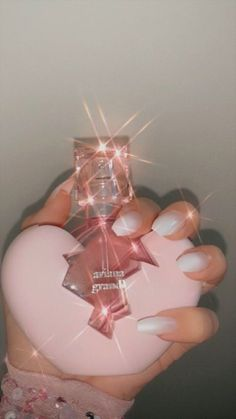 Aesthetic Pink Ariana Grande Perfume ~ Credits to Original Owner ♡~ Classy Aesthetic, Bad Girl Aesthetic, Aesthetic Makeup, Aesthetic Vintage, 90s Aesthetic, Aesthetic Pastel Wallpaper, Aesthetic Backgrounds, Aesthetic Wallpapers, Bedroom Wall Collage