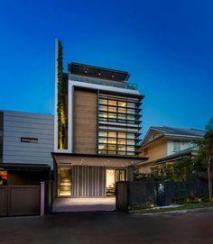 Contemporary triple storey