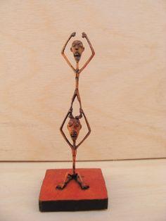 """""""Felicidade"""", micro escultura de madeira / 6.5x2.7x2.2cm"""